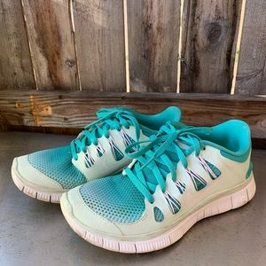 Nike Ombré Blue Sneakers - Free Runs